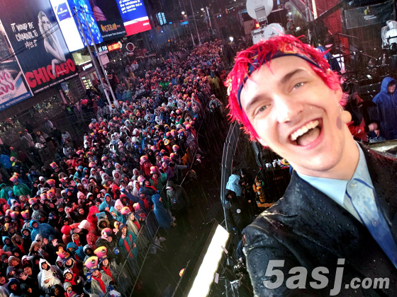 堡垒之夜超级大主播Ninja现身纽约时报广场 数十万观众齐跨年