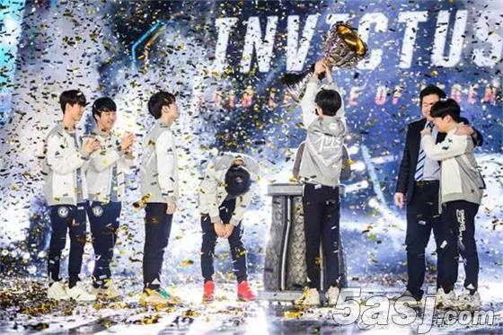 iG夺冠登录央视成跨年节目《年轮2018》压轴